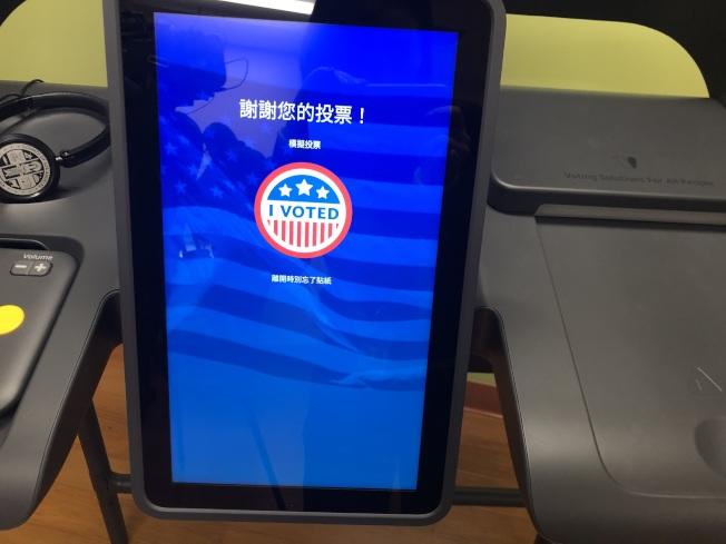 明年初選,洛縣更換新投票系統,可以用包括中文在內的13種語言投下神聖的一票。(記者王若然/攝影)