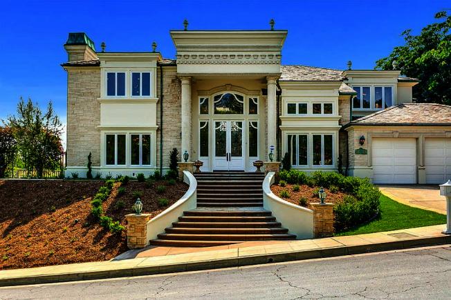 富豪集團位於363 Monterey Pines Dr., Arcadia住宅。(Zillow房產網站)