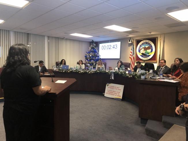 市議會最終三比二通過了娛樂用大麻的生產和零售。(記者王若然/攝影)