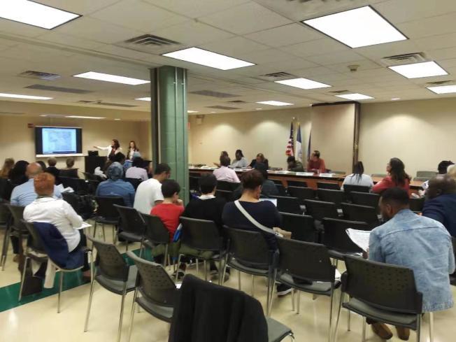 第28學區家長此前踴躍參與教育委員會會議。(紐約市居民聯盟提供)