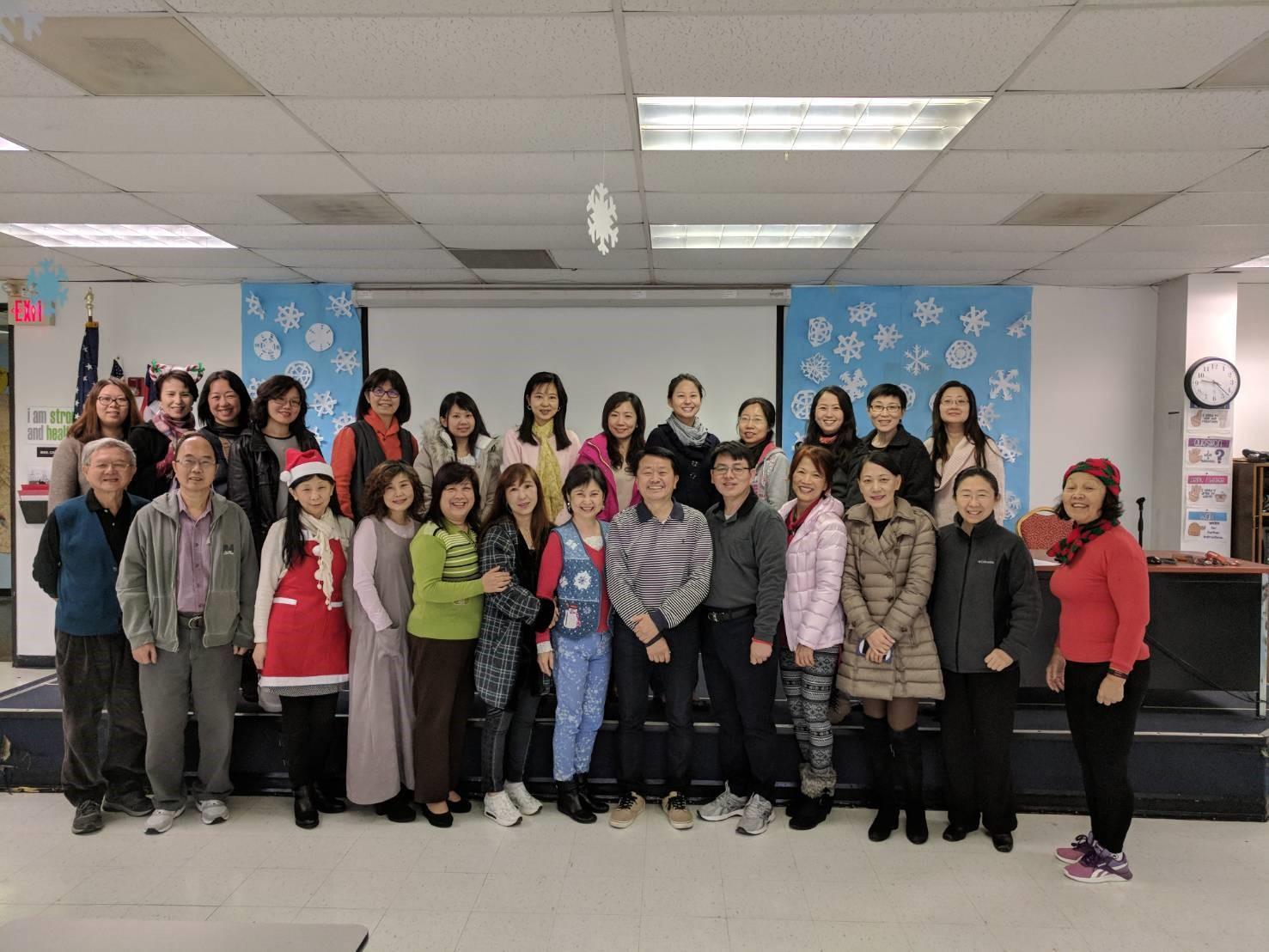 中華文化學院2017年師資陣容合影。