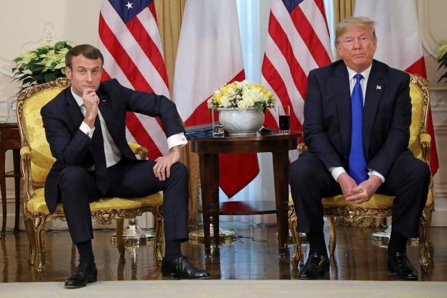北約在倫敦舉行峰會,川普總統與法國總統馬克宏在大會前舉行雙邊會談,火花四濺,兩人言辭犀利交鋒,表情各異。(路透)