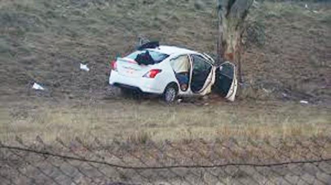 32歲舊金山男子駕駛的汽車在大雨中失控,撞上路旁的大樹,他當場喪生。(取自推特)