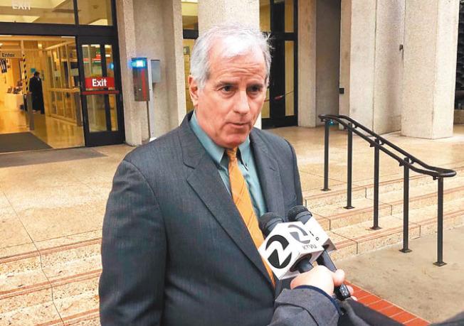 巴亞特的辯護律師梅爾認為地檢處會做出「正確的決定」。(記者李晗╱攝影)