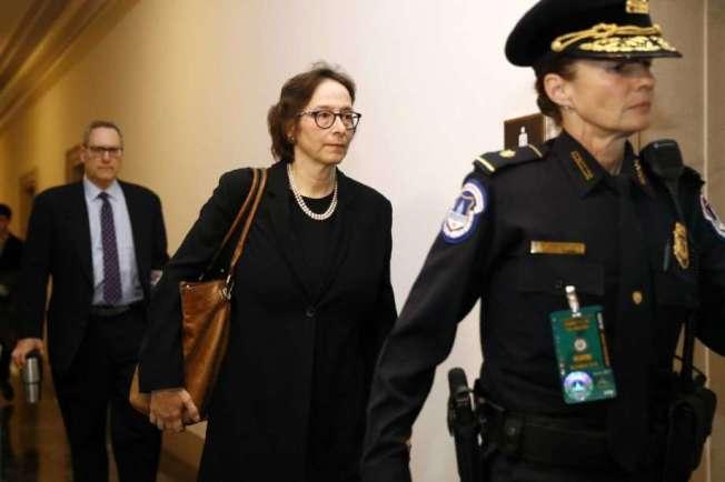 33--史丹福大學法學院憲政法教授卡爾蘭(中),4日到眾院司法委員會作證。(Getty Images)