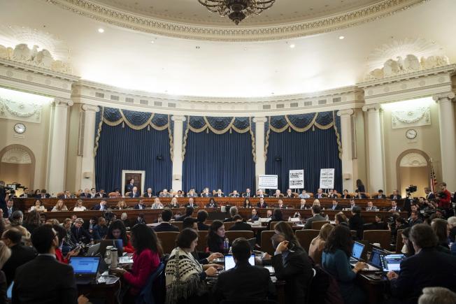 國會眾院司法委員會4日舉行首場彈劾川普總統聽證會。圖為聽證會現場。(美聯社)