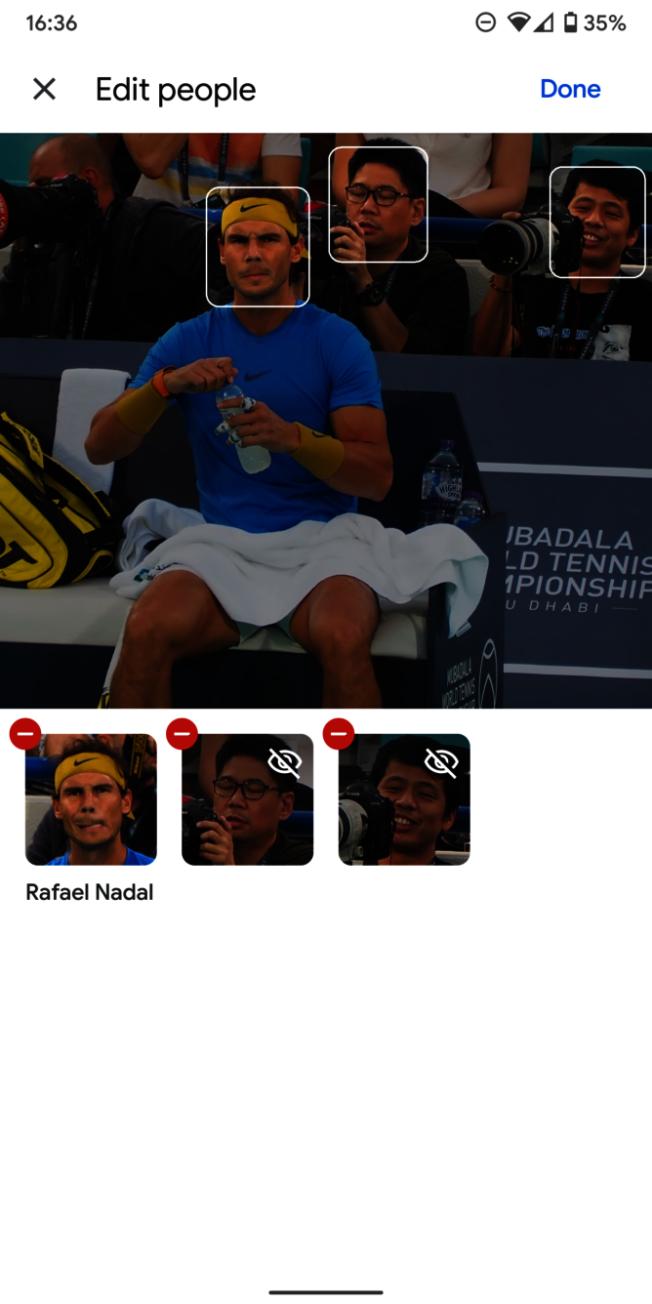 新功能的用處在於可以讓用戶隨心所欲地取消和重新標記一張臉。以鏡像照片和合照為例,通常會識別出多張人臉(圖),這時候就可以進行刪減,移除不需要的面孔。(取材自9to5網站)