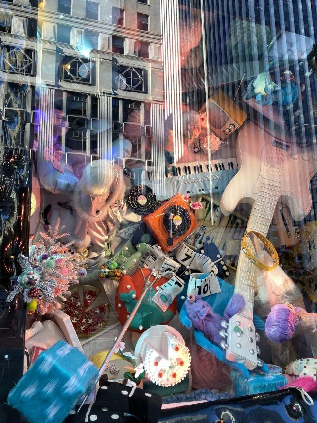 Bergdorf Goodman好時光櫥窗秀,是以從上俯瞰的方式欣賞,格外新奇,。(記者金春香/攝影)
