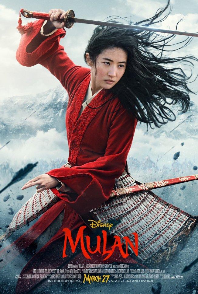 「花木蘭」最新海報仍強打劉亦菲的舞劍英姿。取材自推特