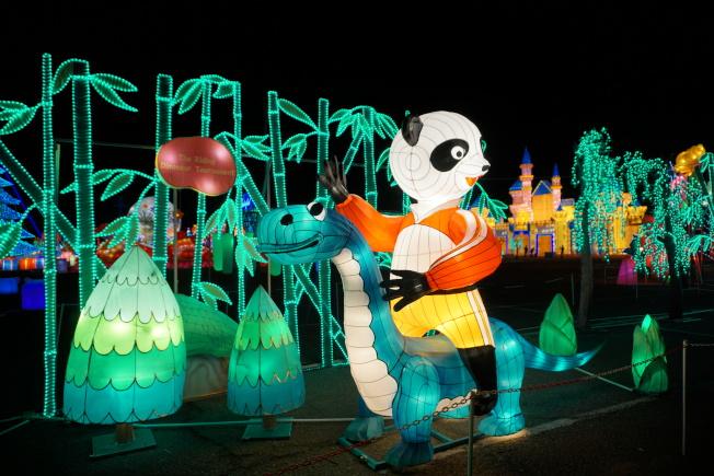 天下華燈嘉年華以熊貓為主形象,有八大不同燈組。(主辦方提供)