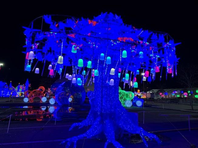 在花旗球場舉行「天下華燈」展覽,彩燈美輪美奐。(記者劉大琪╱攝影)