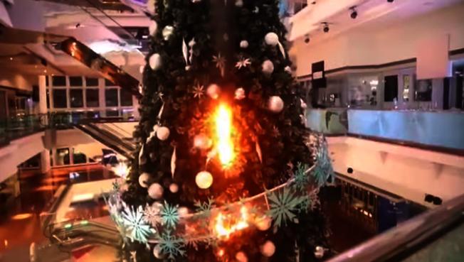 怕火燒耶誕樹 香港商場今年空盪盪
