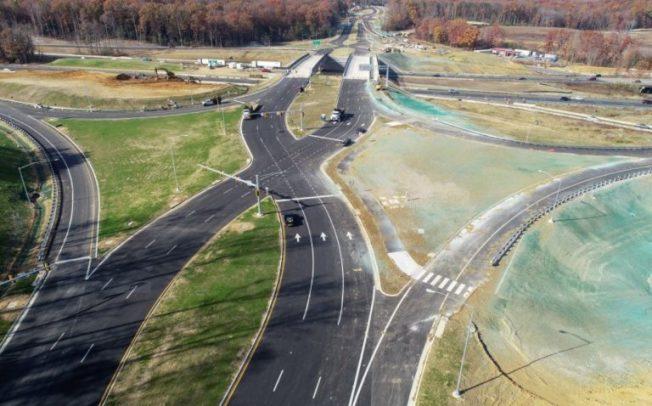 斯坦福郡I-95公路交Courthouse路段交叉路口使用全新「鑽石型路口」,民眾需謹慎行駛,避免走錯車道與對面車輛相撞。(維州交通廳提供)