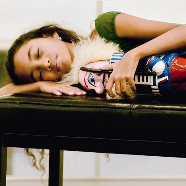 科普蘭分享夏綠蒂的照片,宣傳「胡桃鉗」。(圖/科普蘭Instagram)