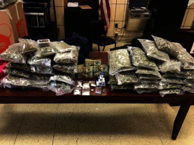 市警因發現勞約翰涉嫌非法運輸大麻,順藤摸瓜在他的住所查獲43磅大麻。(取自109分局推特)