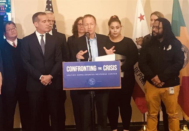 洛杉磯學區教育總監貝特納說,社區無家可歸是洛杉磯市面臨的最大挑戰之一,解決這個危機需要做更多的事情。(洛杉磯聯合學區提供)