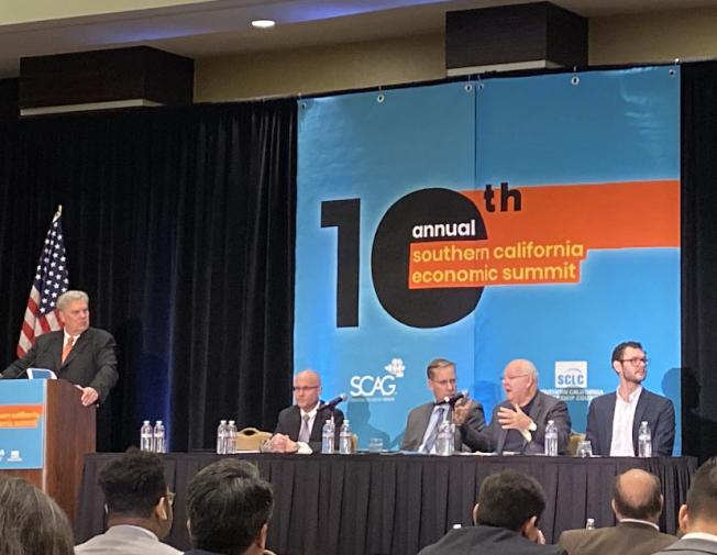 南加州政府協會舉辦第十屆南加州年度經濟峰會,邀請多位經濟學家、政府官員及專業人士,講解大洛杉磯地區經濟狀況。(記者謝雨珊/攝影)