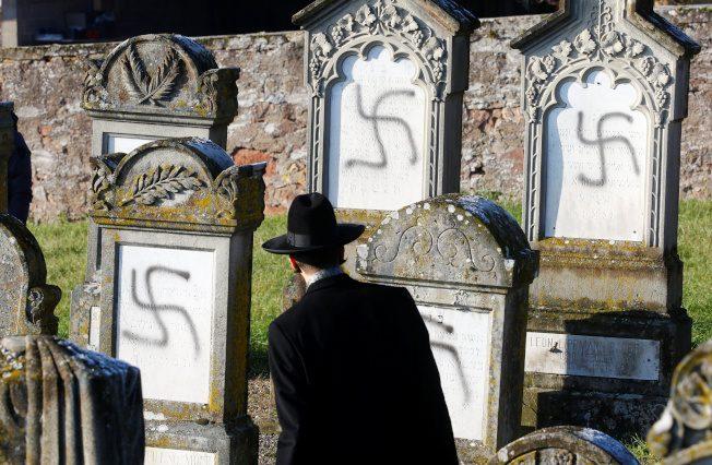 反猶再現 法國上百墳墓遭畫納粹黨徽