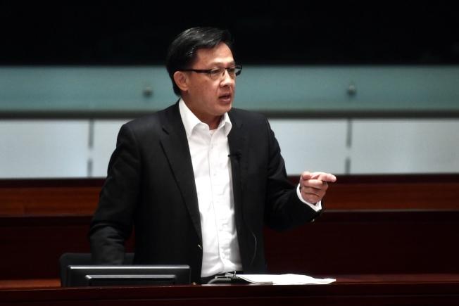 何君堯傳獲中國政法大學頒發名譽博士學位。(中通社)