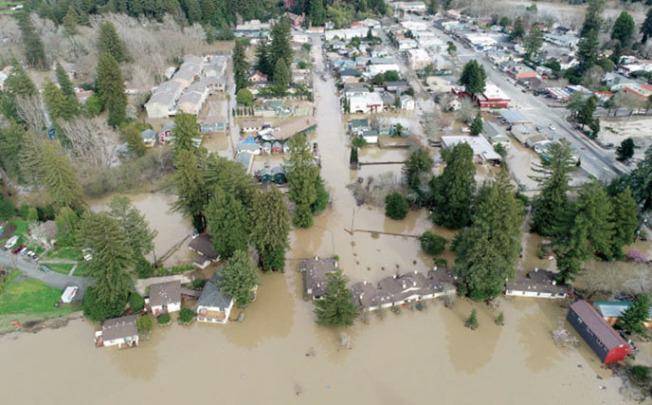 今年2月北灣俄羅斯河(Russian River)氾濫的情況。(Getty Images)