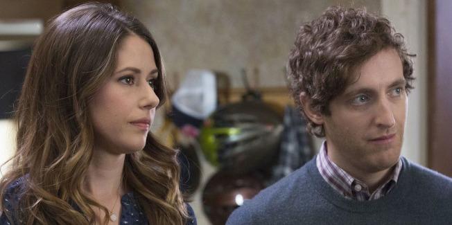 男主角亨德里克斯(Richard Hendricks,右)和女朋友蒙妮卡會否有情人終成眷屬?(Getty Images)