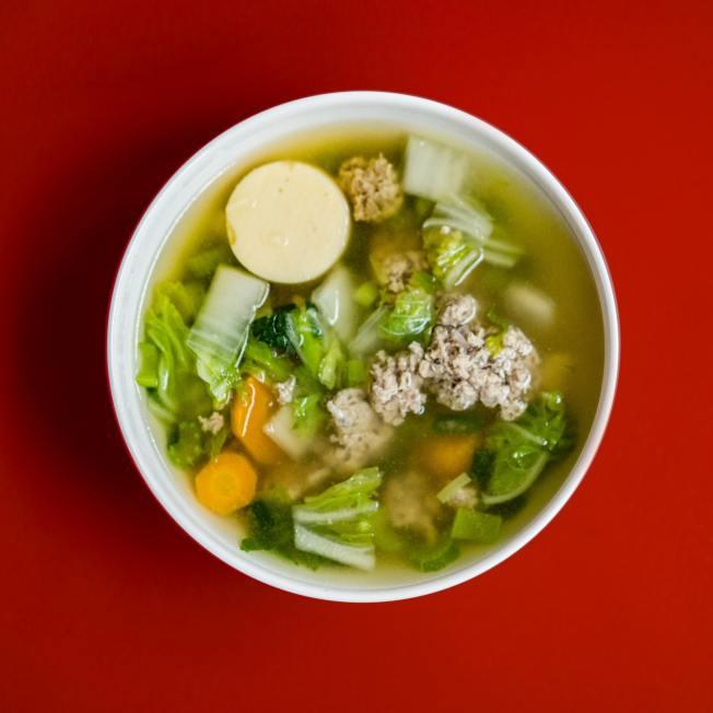 三餐喝的湯也可以算在每天目標喝水量中。(Pexels/Cook Eat)