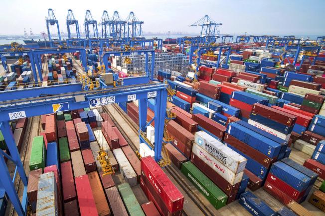 美國企業10月進口的中國產品較少,整體貿易逆差也縮減。美聯社