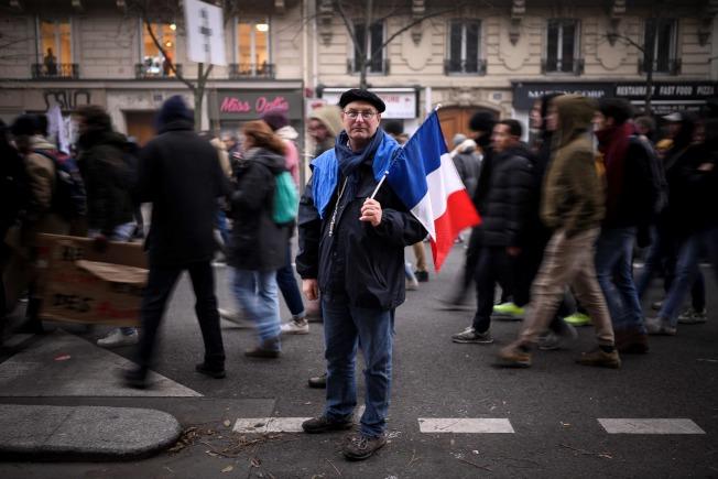 法國人5日走上街頭罷工,抗議總統馬克宏的退休制度改革。(Getty Images)