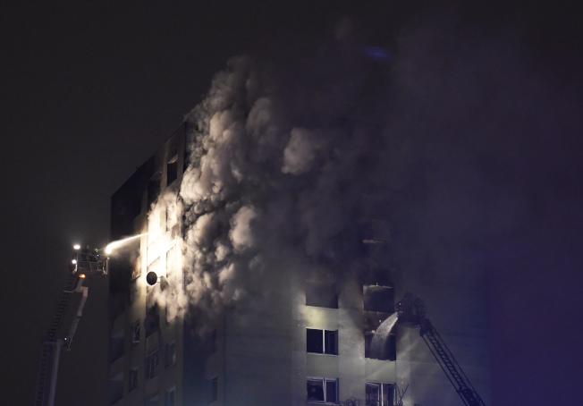 斯洛伐克東部一棟公寓大樓今天發生瓦斯氣爆意外。(美聯社)