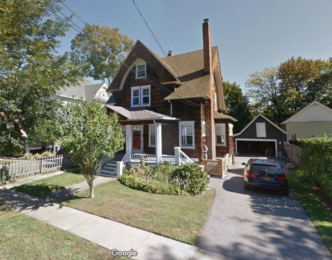紐約州華人劉傳凱在自宅殺害妻小後自殺。劉宅圖像取自Google Map.