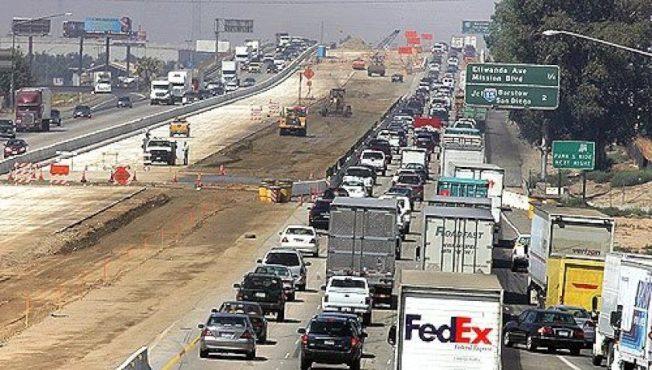 高速公路經常可見修路工程,你可知道他們如何花你的稅金?(洛杉磯時報)