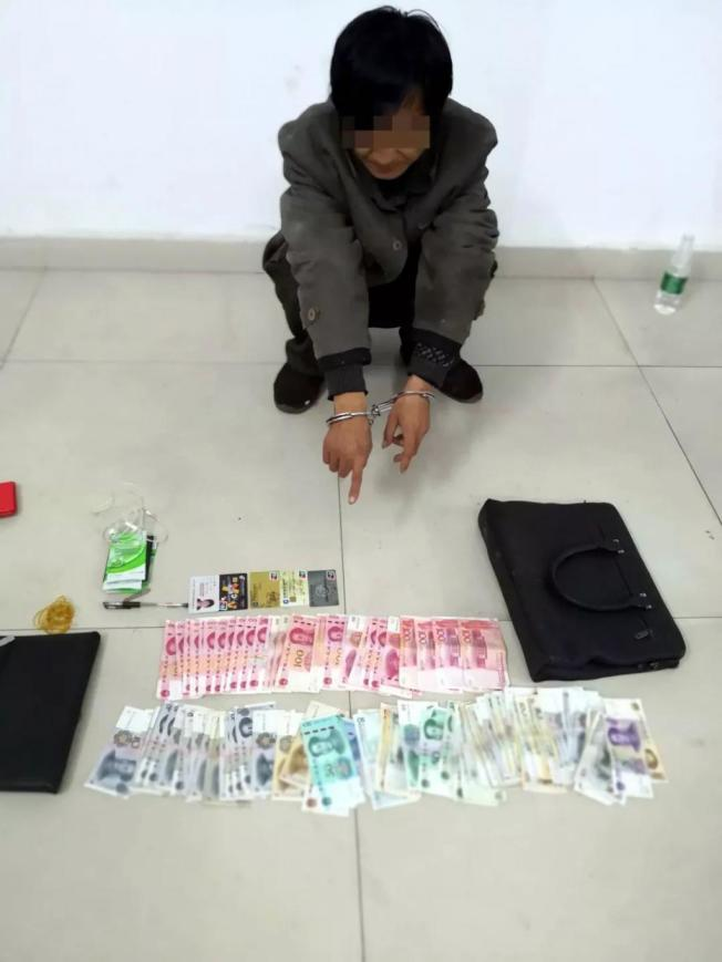 李男被起出的盜竊財物。(取材自齊魯晚報)