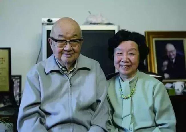 馮端和妻子陳廉方的合照。(取材自央視網)