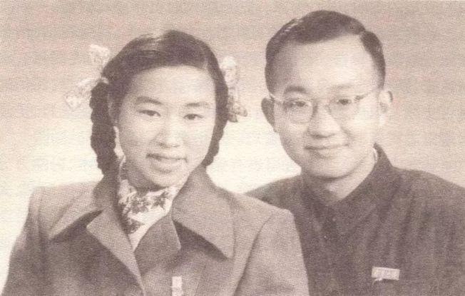 馮端和妻子陳廉方年輕時的合照。(取材自央視網)