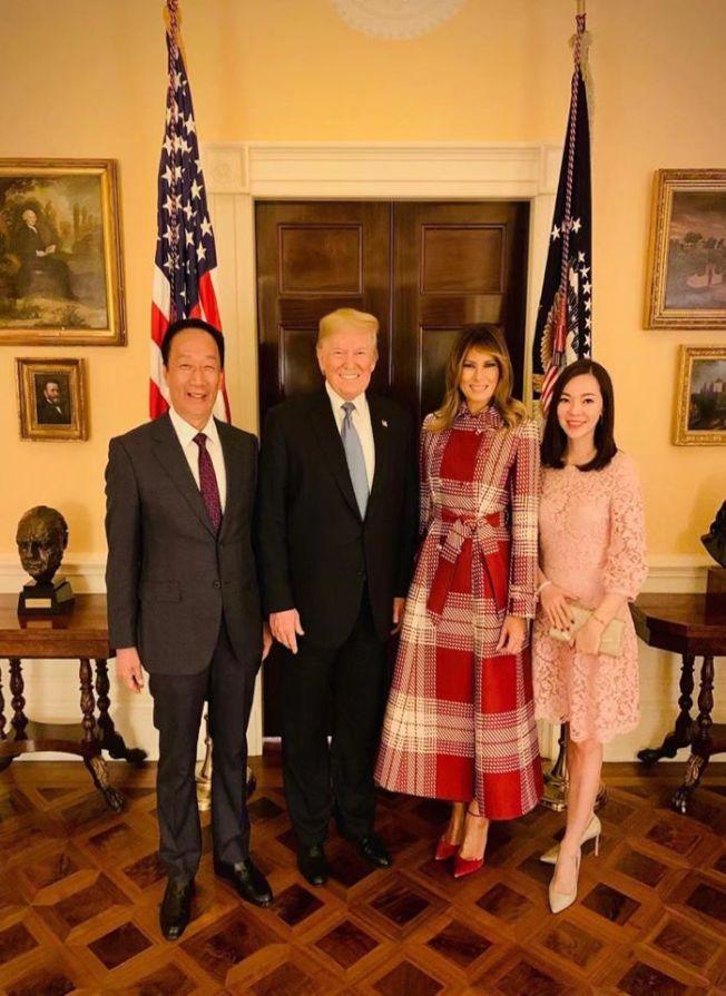 鴻海創辦人郭台銘在臉書貼出與美國總統川普合照。(取材自郭台銘臉書)