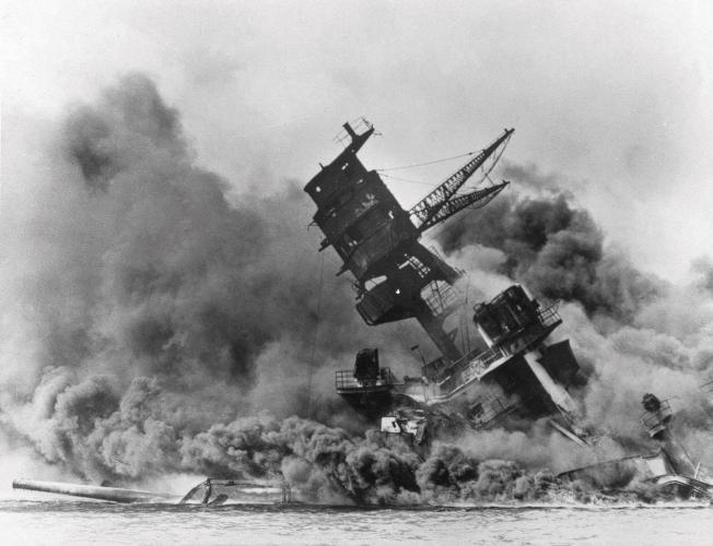 亞利桑那號軍艦於1941年12月7日在日軍偷襲珍珠港時沉沒。(美聯社)