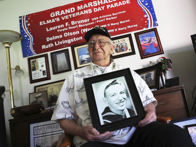 今年9月以98歲高齡去世的老兵勞倫·布魯納,骨灰將放入沉沒在珍珠港裡的亞利桑那號殘骸中。(美聯社)