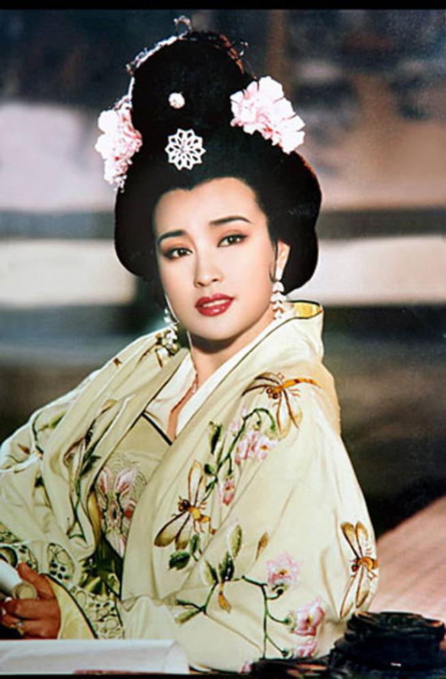 劉曉慶1995年在《武則天》電視劇的化妝造型劇照。(取自劉曉慶網站)