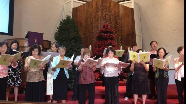 台灣基督長老教會聖歌隊在感恩讚美音樂禮拜上吟誦詩歌讚美主。(本照片由台灣基督長早老教會提供)