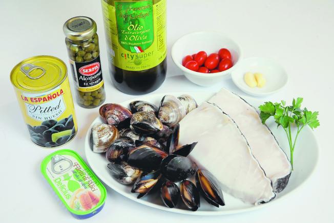 義式風味番茄水煮魚材料。(記者蘇建忠/攝影)