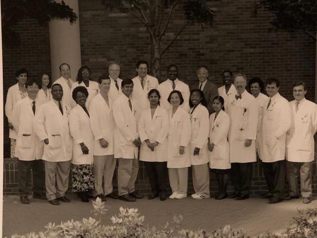泛黃的照片,來自世界各地的醫師齊聚美國。(作者提供)
