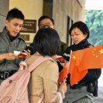 港親中人士集會 浸大學生記者採訪遭追打
