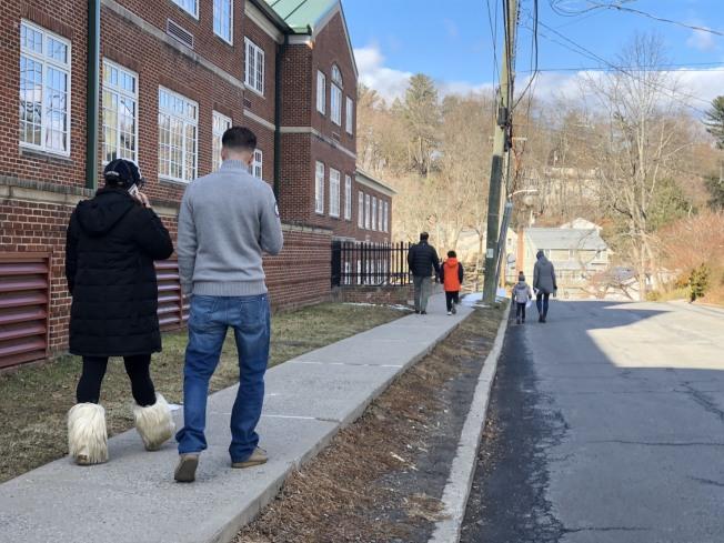拜福路小學學生到學校參加心理輔導。記者張晨/攝影