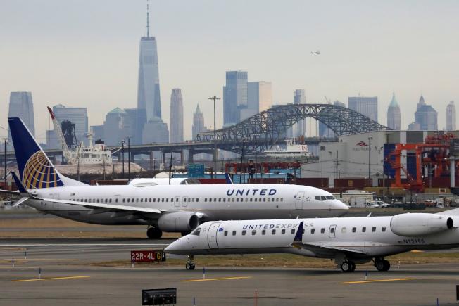 一名女乘客搭乘聯航客機時在機上遭蠍子螫傷。(路透)