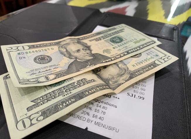 小費源自中世紀貴族給僕人的賞錢,表達感謝。(記者劉大琪╱攝影)