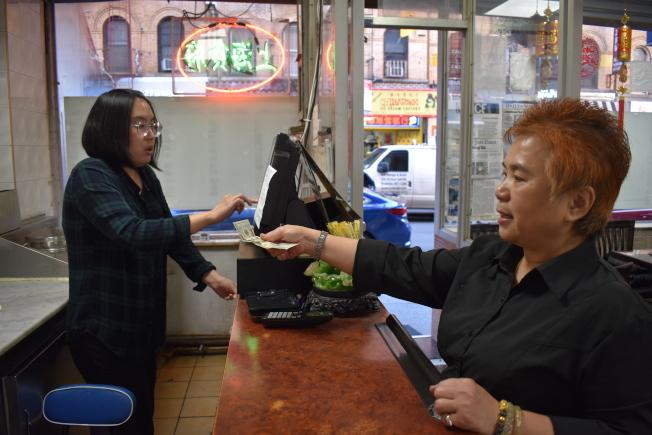 對華人移民來說,小費是踏進美國生活的一扇門。(記者顏嘉瑩╱攝影)