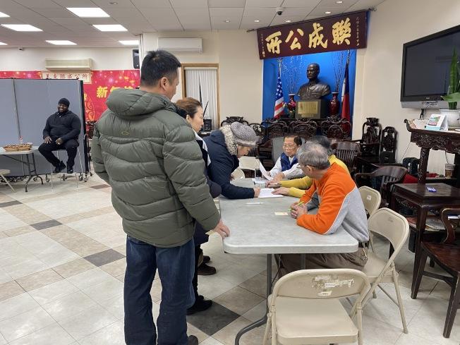 美東聯成公所7日進行主席和議員投票選舉,但結果暫時封箱。(記者金春香/攝影)