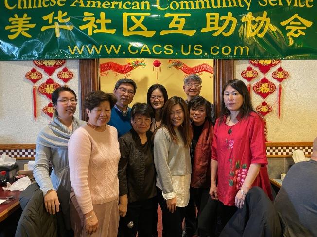史泰登島美華社區互助會日前舉行周年宴會,超過百名華裔會員齊聚一堂享受美味佳餚;該會創始人崔如意表示,為豐富島上民眾的生活,該會自2001年以來積極舉辦運動會、年度聚餐、東西方佳節慶祝活動,獲得會員們的熱烈反應,將來也會持續照著這個目標前進;此外,主辦方當天也邀請人口普查局專員針對2020年人口普查進行講解。(圖:主辦方提供 文:記者顏潔恩)