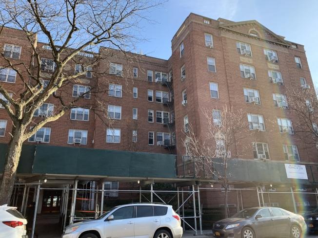 四名死者曾住在皇后區森林小丘一棟六層樓的公寓,目前則由劉Dorothy的父母住在該處。(記者賴蕙榆/攝影)