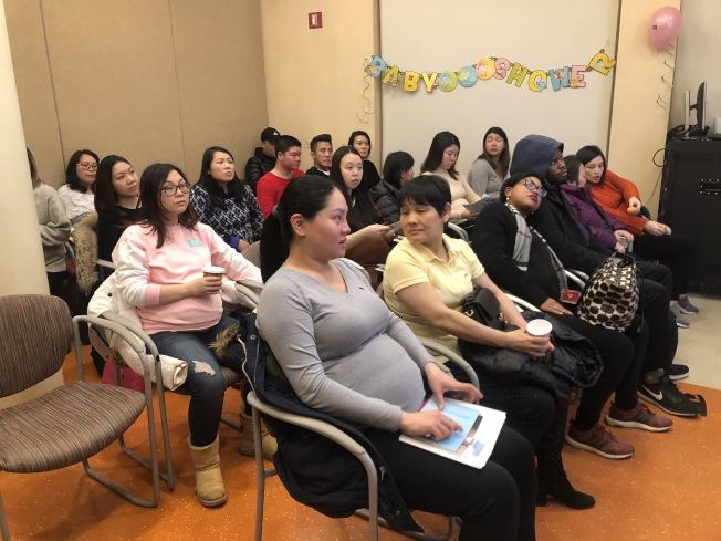 王嘉廉社區醫療中心日前在曼哈頓舉辦社區「迎接新生寶寶」派對,邀請專業人士、醫師到場,提供資訊及講座給新手父母。(記者顏嘉瑩/攝影)